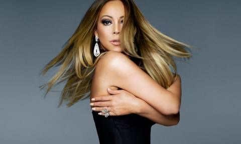 Mariah εσύ; Η ολική μεταμόρφωση της star και η υπερβολική της εμφάνιση μας σόκαραν