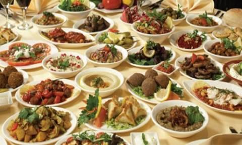 Σάλος στην Αχαΐα: Γνωστός κοσμικός διοργανώνει... τραπέζια και «ξεχνάει» να πληρώσει