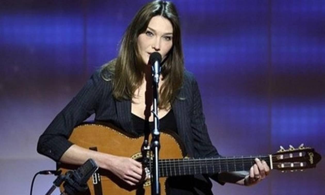Με συναυλίες στην Αθήνα θα ανοίξει την περιοδεία της η Κάρλα Μπρούνι