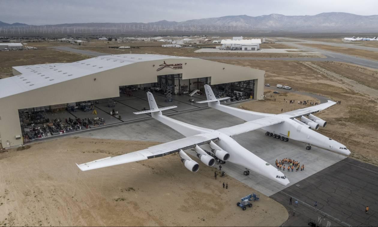 Εντυπωσιακές εικόνες: Το μεγαλύτερο αεροπλάνο στον κόσμο βάζει για πρώτη φορά εμπρός τους κινητήρες
