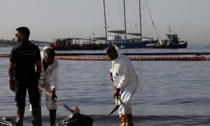 Σαρωνικός: Περίπου 557 κυβικά πετρελαιοειδών έχουν απαντληθεί έως τώρα από το «Αγία Ζώνη ΙΙ»
