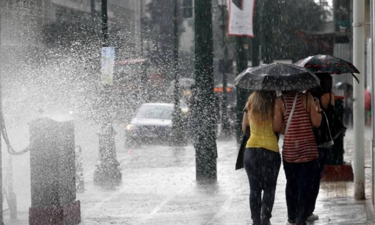 Καιρός ΤΩΡΑ: Ισχυρή καταιγίδα στην Αττική – Κυκλοφοριακό χάος στους δρόμους