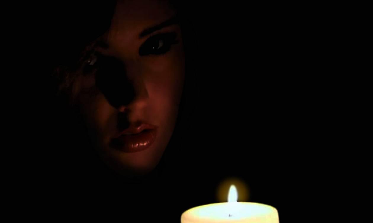 Τρόμος! Μαυροφορεμένη γυναίκα με αναμμένο κερί κάνει βόλτες τα βράδια σε γειτονιές