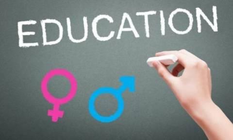 Μάθημα σεξ: Πρέπει να μπει στα σχολεία;