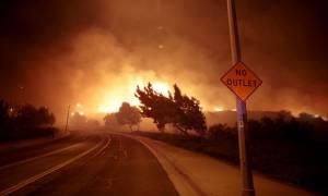 Πύρινη «κόλαση» στην Καλιφόρνια: Εκκενώνονται σπίτια και σχολεία (pics+vids)