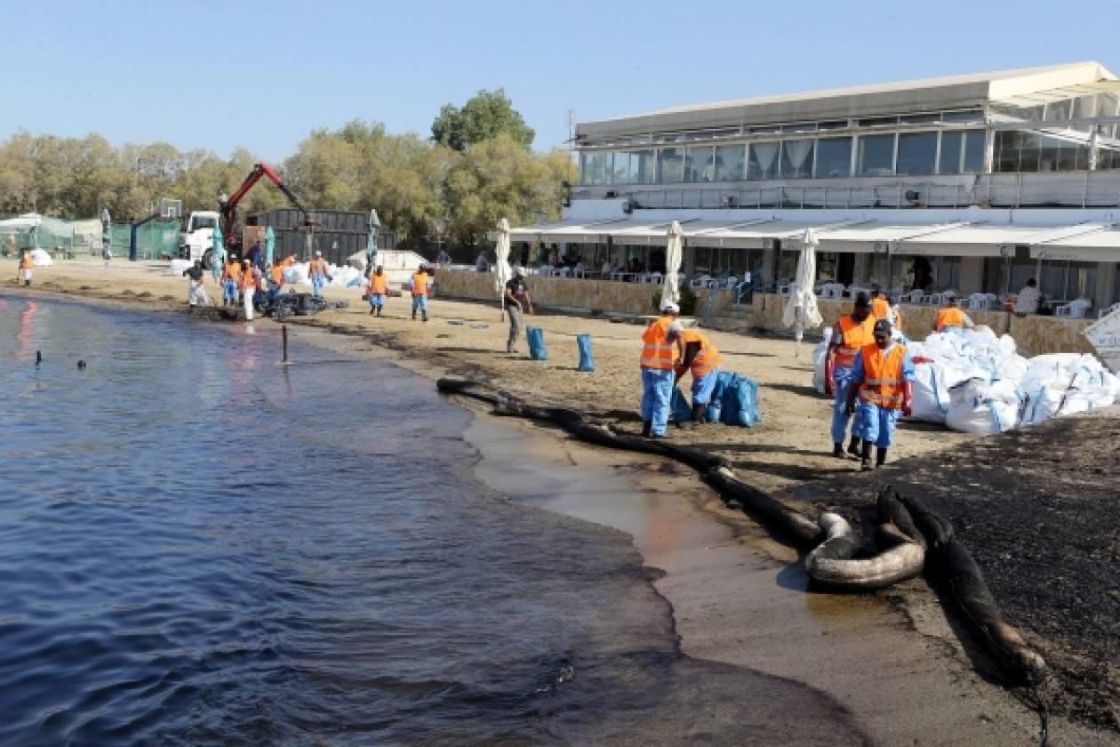 Πετρελαιοκηλίδα στο Σαρωνικό: Δείτε πώς είναι οι ακτές της Αττικής σε φωτογραφίες!