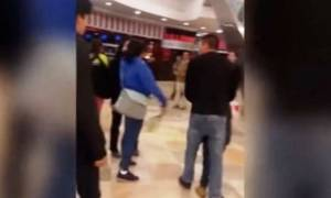 Σοκαριστικό βίντεο: Μάνα χτυπάει τον ανήλικο γιο της με ζώνη στο πρόσωπο