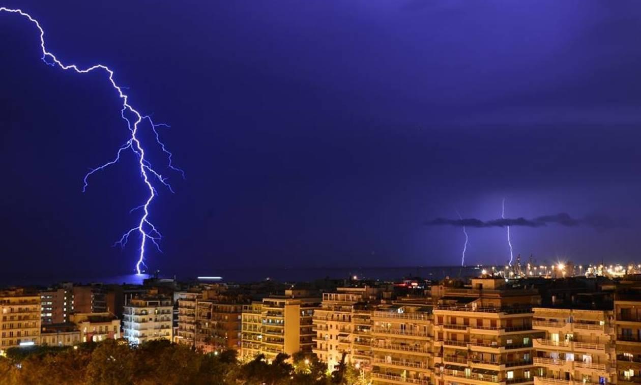 Κακοκαιρία: «Ποτάμια» οι δρόμοι της Θεσσαλονίκης - Πλημμύρισαν τα ΚΤΕΛ (vid)