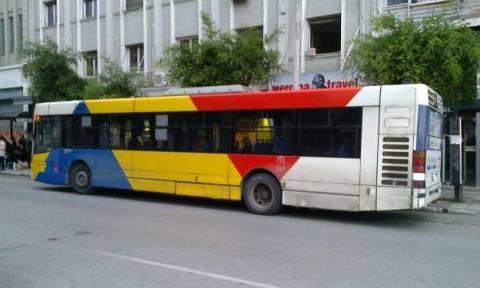 Σοκ στη Θεσσαλονίκη: Έσπασαν πόρτες λεωφορείου του ΟΑΣΘ ενώ ήταν εν κινήσει (vid)
