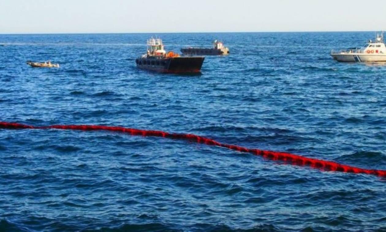 Σοκ στο Σαρωνικό: Νέα θαλάσσια ρύπανση από πλοίο στο Κερατσίνι