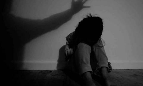 Συναγερμός στην Αστυνομία: Νάρκωσε μάνα και κόρη και στη συνέχεια βίασε το ανήλικο κοριτσάκι!