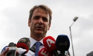 Eπίσκεψη Μητσοτάκη στα δικαστήρια της Ευελπίδων και αιχμές κατά Κοντονή