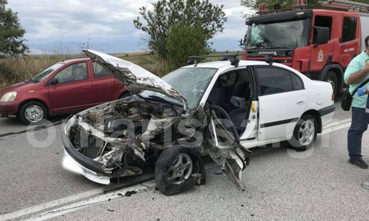 Από θαύμα σώθηκε ένας οδηγός μετά από σύγκρουση με βυτιοφόρο στη Λάρισα (pics)