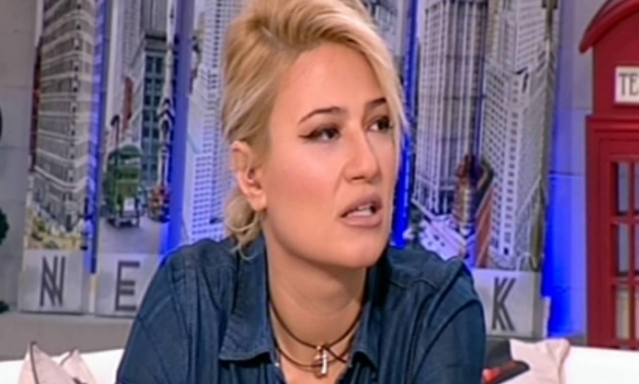 Σοκαρισμένη η Σκορδά: Κουκουλοφόρος μπήκε στο πλατό και την κατατρόμαξε (vid)