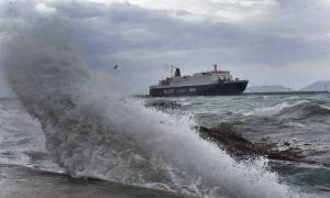 Καιρός ΤΩΡΑ: Θυελλώδεις άνεμοι στο Αιγαίο - Τι θα γίνει με τα δρομολόγια των πλοίων