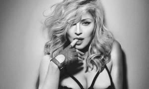 Η Μαντόνα αποκάλυψε το μυστικό της… για απαλά οπίσθια!