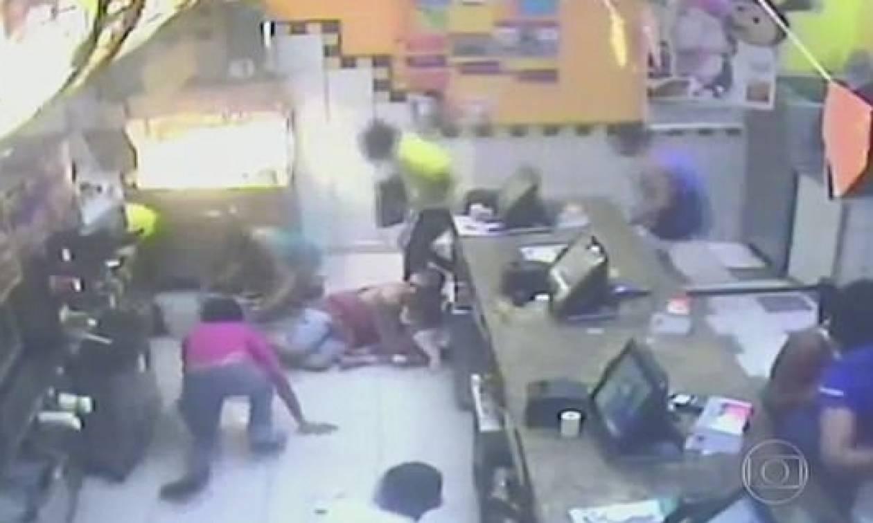 Τρόμος σε γνωστή αλυσίδα φαστ φουντ: Άνοιξαν πυρ γιατί δεν τους έδωσαν τσάμπα φαγητό (vid)