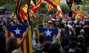 Καταλονία: Χάος με αστυνομικές επιδρομές - Καταλήψεις σχολείων από οικογένειες