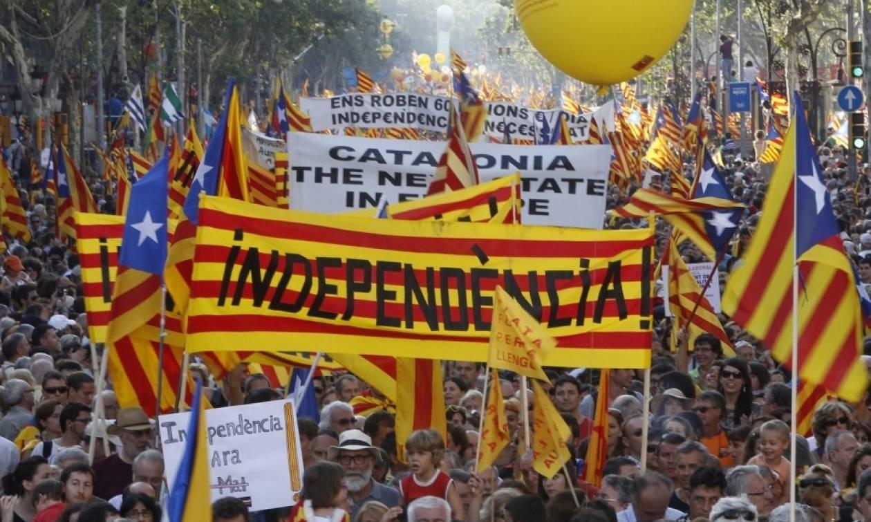 «Εμφύλιος» στην Ισπανία για το δημοψήφισμα – Αρχίζει η «μάχη» της Βαρκελώνης