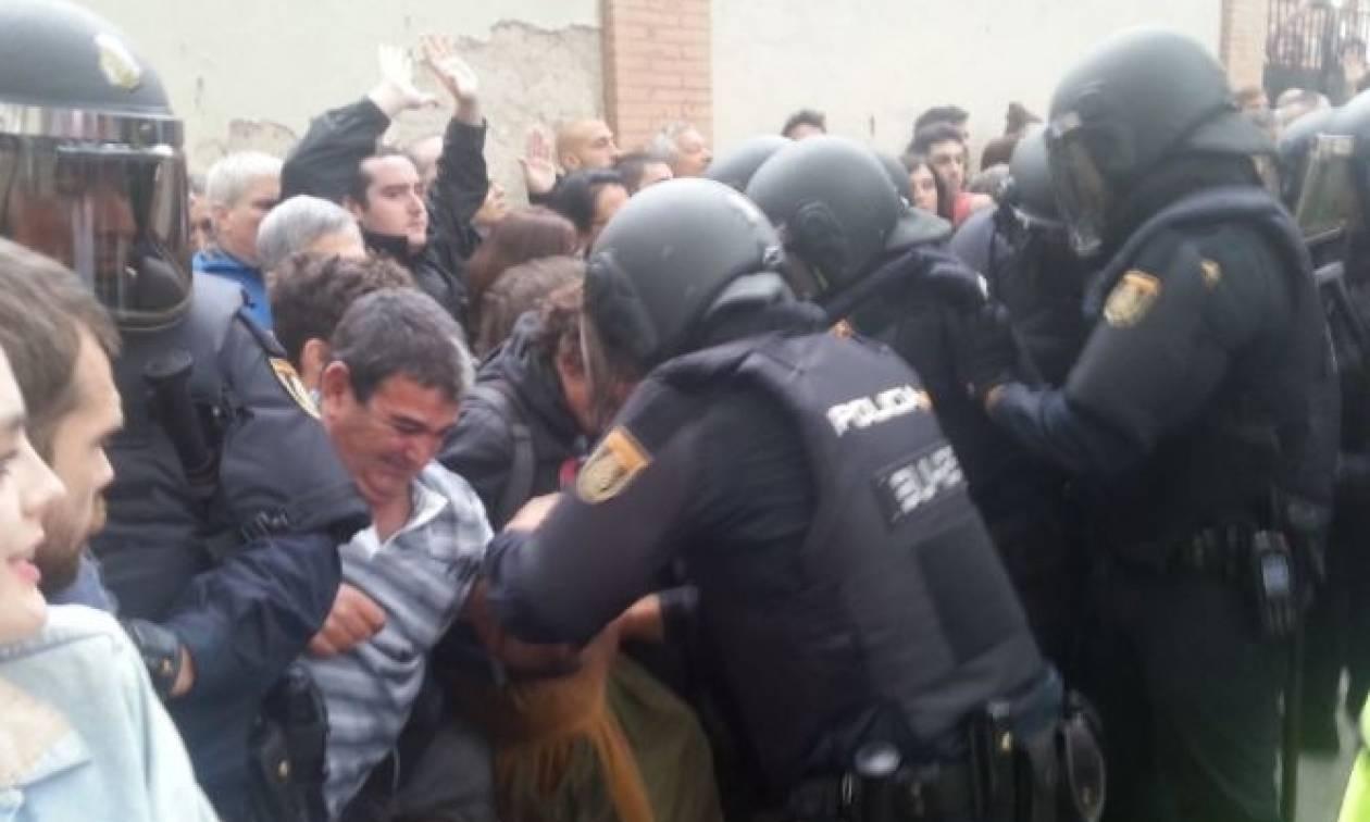 Δημοψήφισμα Καταλονία: Εικόνες ντροπής - Αστυνομικοί σακάτεψαν ηλικιωμένους (pics)