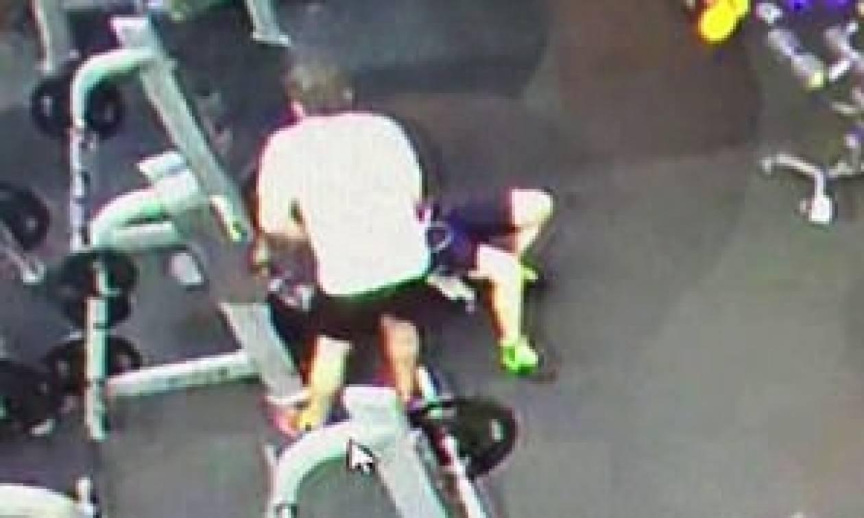 Βίντεο - σοκ: Καρέ – καρέ η στιγμή που μπάρα 120 κιλών πέφτει στο λαιμό 28χρονου (ΣΚΛΗΡΕΣ ΕΙΚΟΝΕΣ)