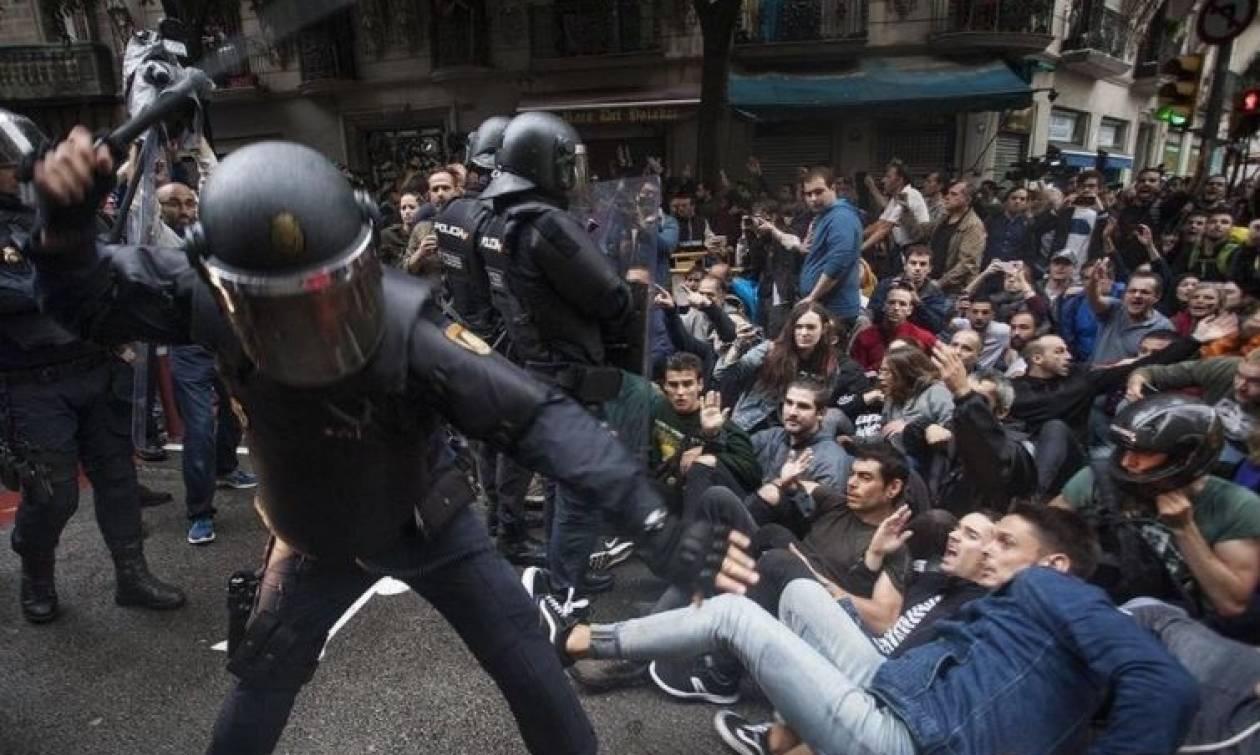 Καταλονία: Αστυνομικοί με πολιτικά διείσδυσαν σε εκλογικά τμήματα χτυπώντας πολίτες