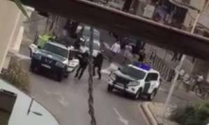 Καταλονία: Διαδηλωτές κυνηγούν με πέτρες τους αστυνομικούς (vid)