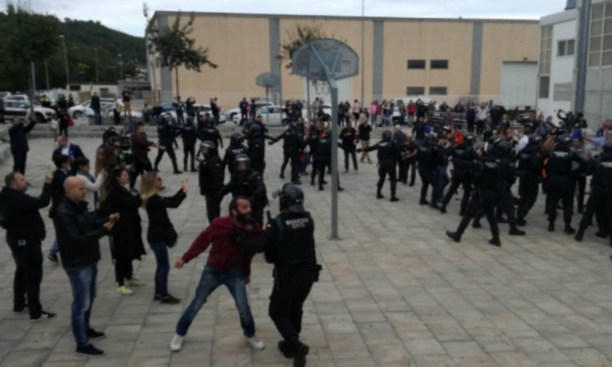 Καταλονία: Έριξαν πλαστική σφαίρα στο μάτι διαδηλωτή - Απίστευτες εικόνες