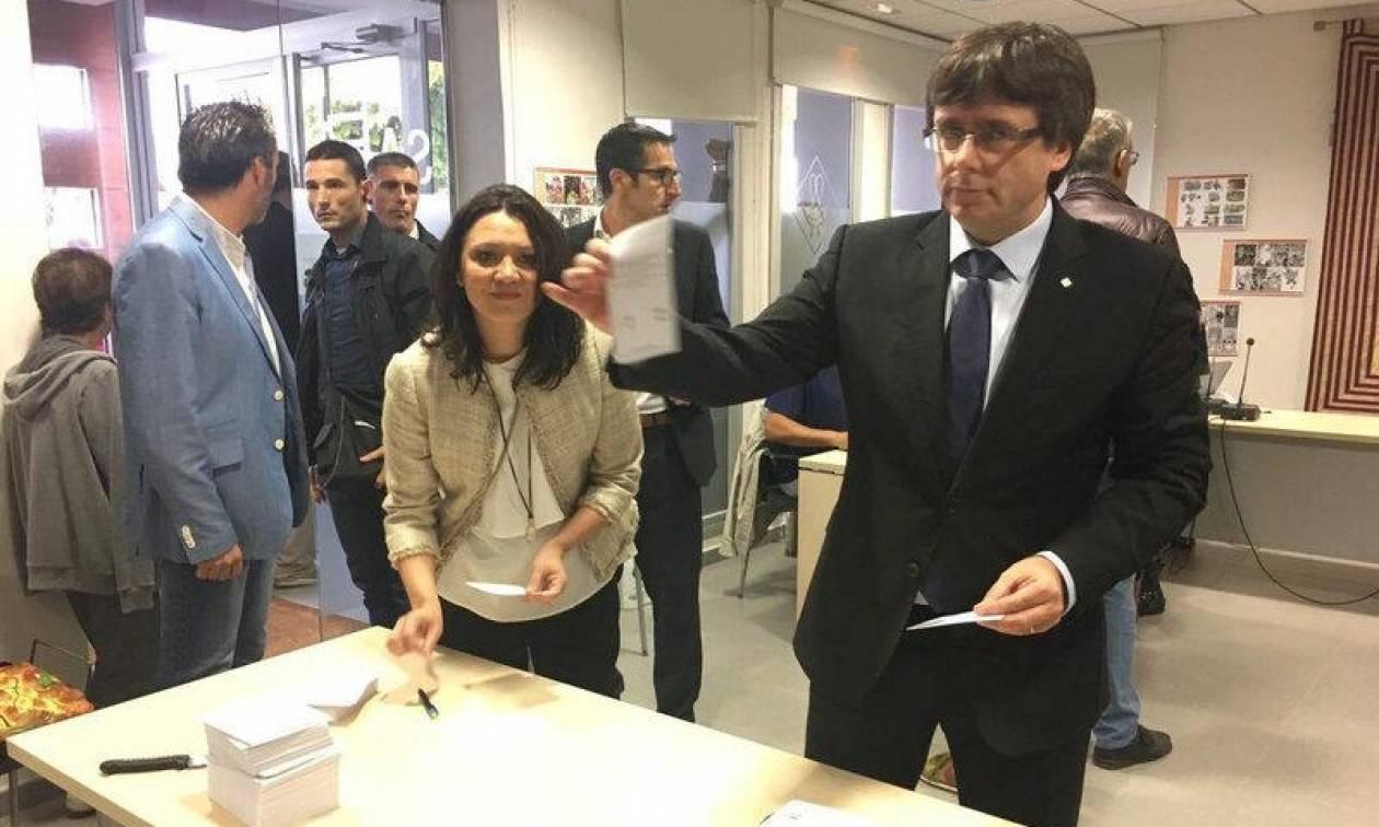Ισπανία: Ανοιχτό το ενδεχόμενο μονομερούς ανακήρυξης της ανεξαρτησίας της Καταλονίας