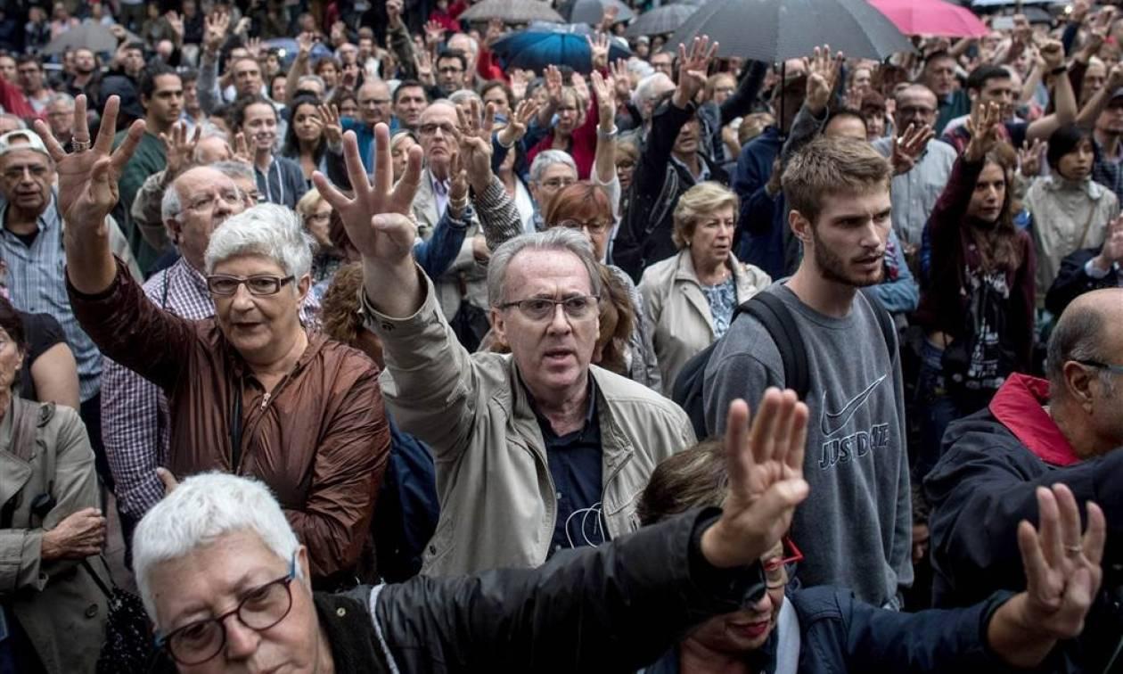 Καταλονία: Κάλεσμα για γενική απεργία την Τρίτη από οργανώσεις υπέρ της ανεξαρτησίας