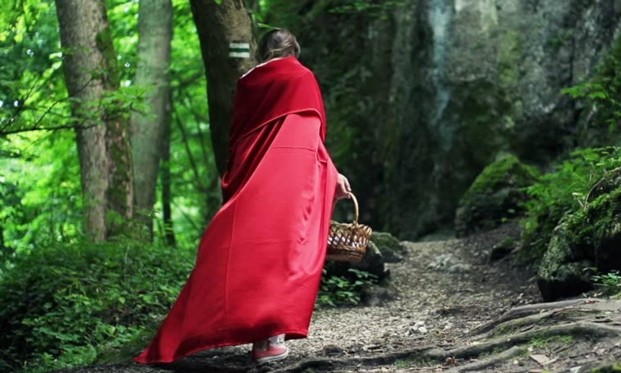 Αυτή είναι η «κοκκινοσκουφίτσα» της Μυκόνου