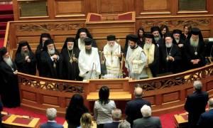 Ιερώνυμος στην τελετή αγιασμού στη Βουλή: Να δούμε το Έθνος μας λίγο ψηλότερα