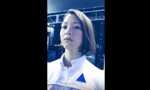 Viral: Εσείς θα μπορούσατε να ερωτευθείτε αυτή τη γυναίκα αν δε γνωρίζατε ότι είναι ρομπότ; (Vids)
