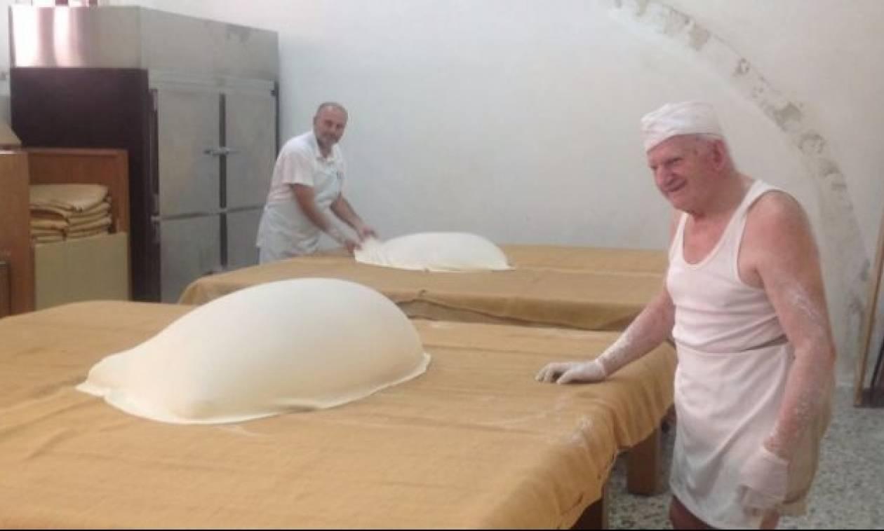 Μπήκαμε στο μαγαζί του 85χρονου Γιώργου Χατζηπαράσχου που φτιάχνει το θρυλικό κανταΐφι! (pics)