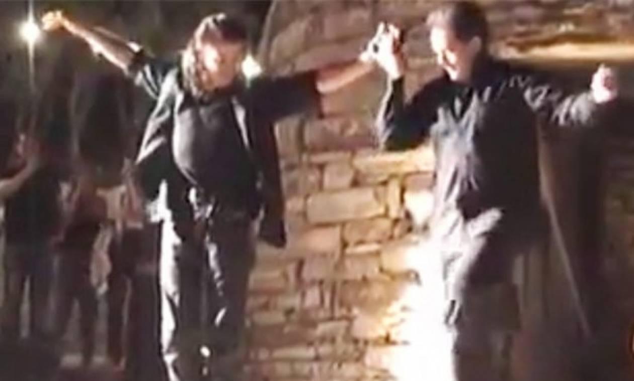 Όταν ο Μιχάλης Τζουγανάκης χόρεψε Μαλεβιζιώτη στον ρυθμό της λύρας του Ψαραντώνη!