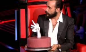 The Voice: Η τούρτα και το… σηκωμένο δάχτυλο