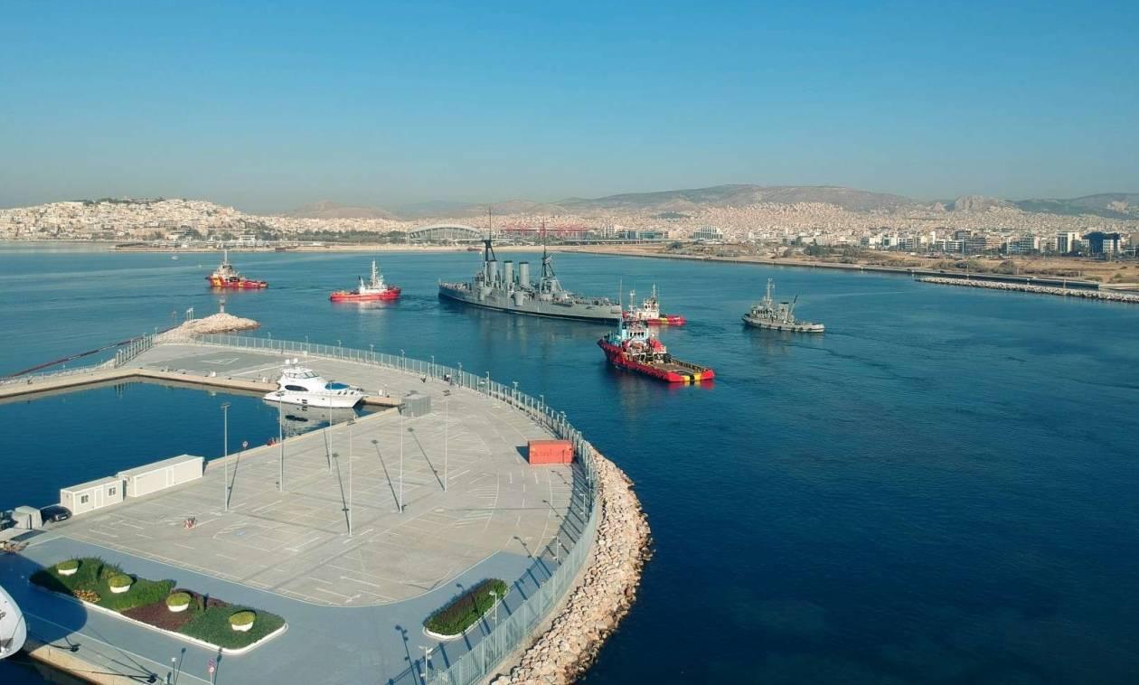 Εντυπωσιακές εικόνες: Το θρυλικό θωρηκτό Αβέρωφ απέπλευσε για Θεσσαλονίκη