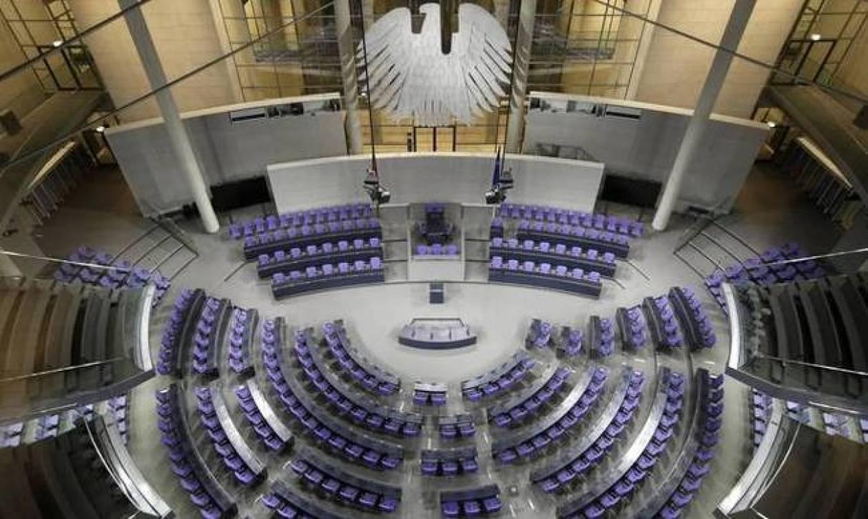 Αναταραχή στη Bundestag από τους ακροδεξιούς - Δεν θέλουν ούτε δίπλα τους να κάθονται