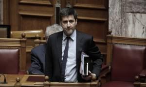 Ο Χουλιαράκης δεν έπεισε τους βουλευτές για τον προϋπολογισμό και ζητούν νέες πληροφορίες