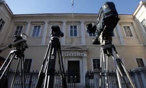 «Πυρά» ΣΥΡΙΖΑ κατά ΝΔ για τις τηλεοπτικές άδειες: «Επιθυμεί ή όχι την αδειοδότηση;»