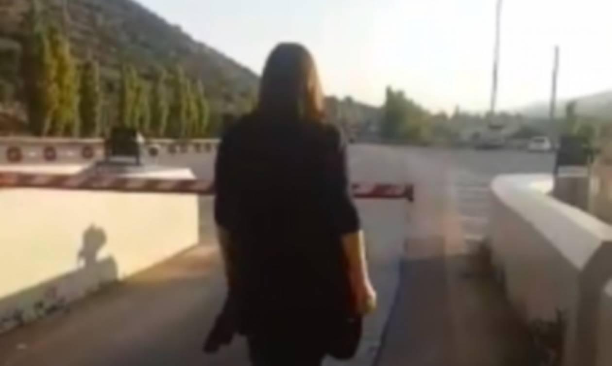 Ζωή Κωνσταντοπούλου εν δράσει - Ανοίγει τις μπάρες διοδίων και δεν πληρώνει (vid)