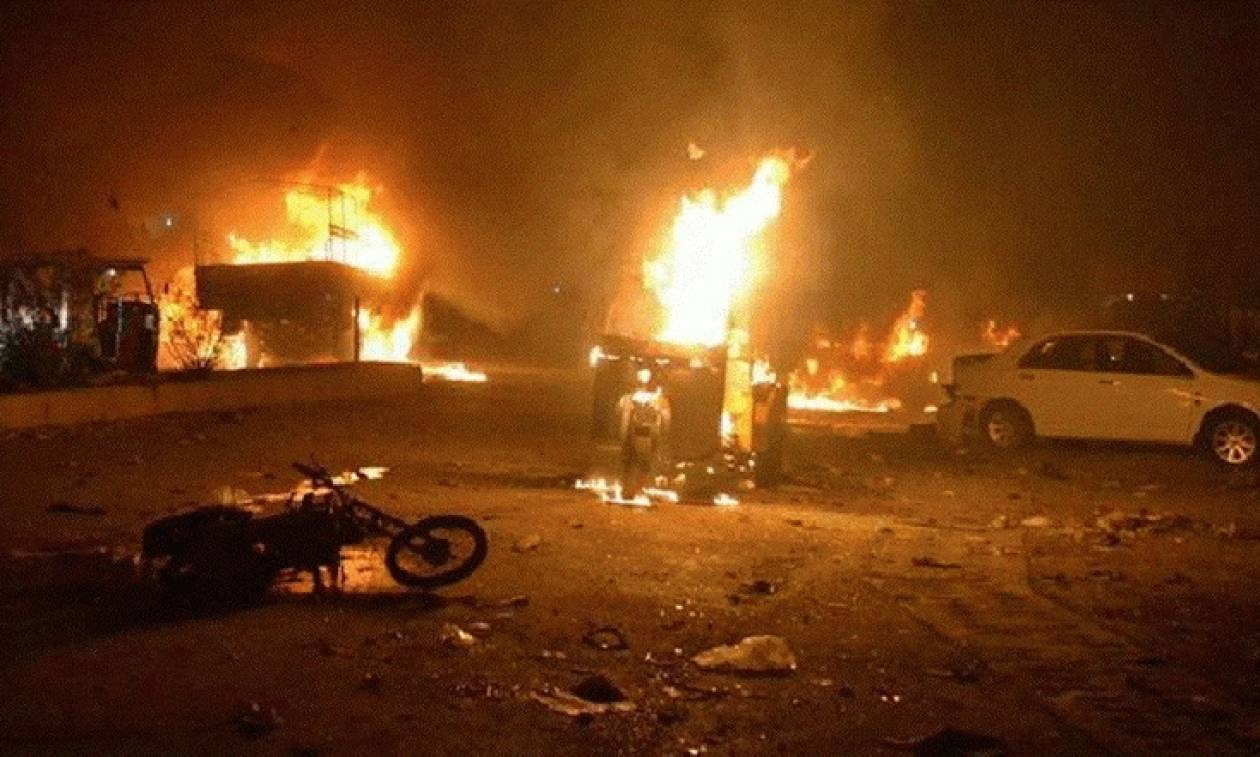 Πακιστάν: Πολύνεκρη βομβιστική επίθεση καμικάζι στην είσοδο χώρου λατρείας
