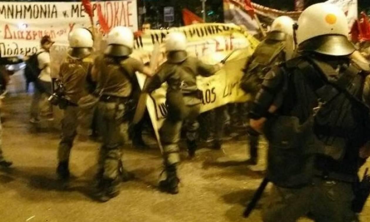 Θεσσαλονίκη: Σοβαρά επεισόδια μεταξύ ΜΑΤ και διαδηλωτών έξω από το Βελλίδειο (vid)