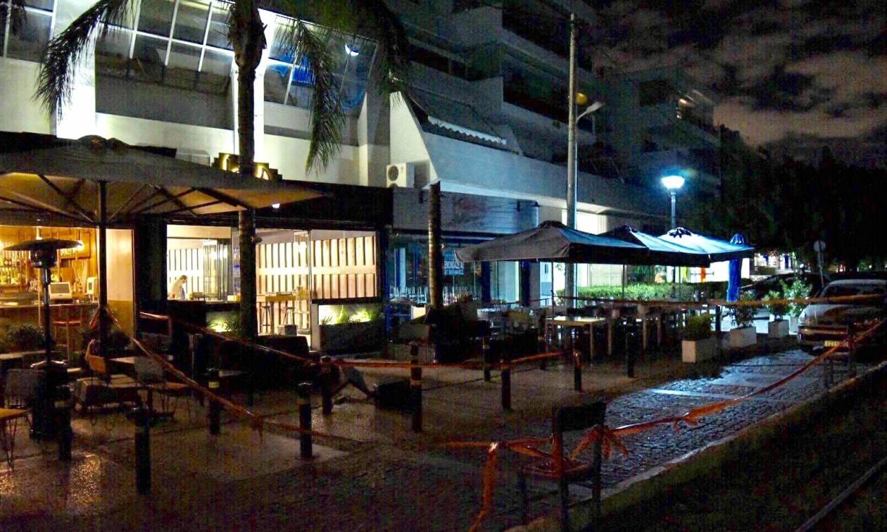Μακελειό σε γνωστό μπαρ στη Γλυφάδα: Ένας νεκρός και τρεις τραυματίες