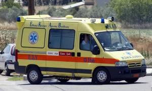 Ανατροπή οχήματος με εγκλωβισμένο στην Πατρών - Πύργου
