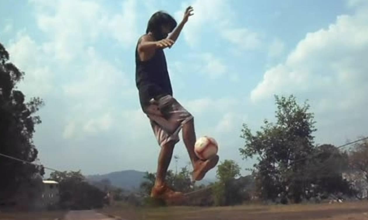 Αυτά που κάνει με τη μπάλα πάνω σε ένα σχοινί, δεν τα σκέφτεται καν ο... Μέσι (video)