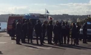 Πανικός στη Νίκαια: Άντρας απειλούσε με μαχαίρι τουρίστες - Επιτέθηκε σε ηλικιωμένη (pics)