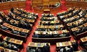 Νομοσχέδιο για αλλαγή φύλου: «Παρών» από Δημοκρατική Συμπαράταξη στο άρθρο για τα 15 έτη