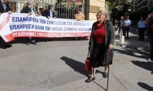 Θεσσαλονίκη: Στο δρόμο οι συνταξιούχοι για τις περικοπές συντάξεων και ΕΚΑΣ