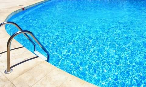 Τρόμος σε ξενοδοχείο στη Ρόδο: Ξαφνικά η πισίνα άρχισε να… - Συγκλονιστικό βίντεο